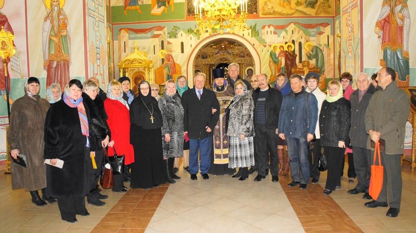 Делегация Исполкома общероссийского профсоюза образования в Спасо-Влахернском женском монастыре.